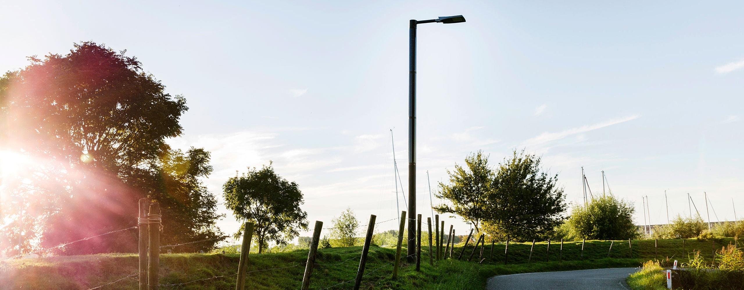 Farola solar - Poste de luz negro Soluxio FlexSol alumbrado público solar off-grid